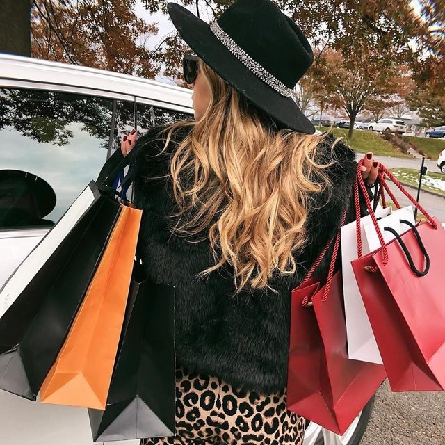 Kicking holiday shopping into high gear 💪🛍 Free 2 day shipping on MILLY.com 🎁 #millymoment #holidays #shoptilyoudrop