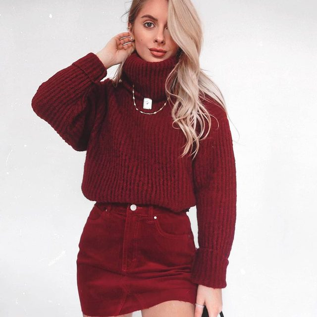 Get the festive vibes going ❤️🎄🎁 @fashioninflux all Christmassy in our Dark Red Cord Mini Skirt • 🔍 DZZ09894. #BOOHOObabes