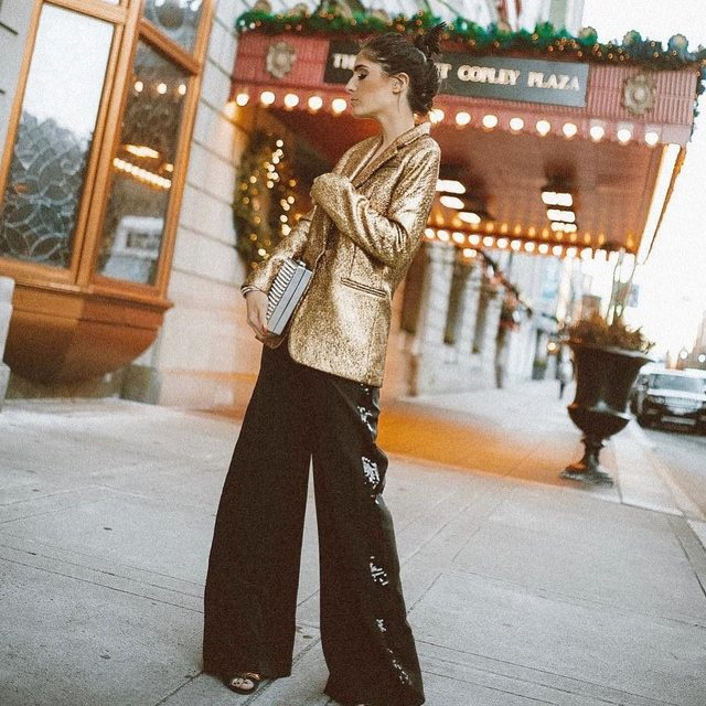 WEEKEND UNIFORM : gold metallic and sequins 💫Shop full look through link in bio! #gold #tgif #MILLYmoment