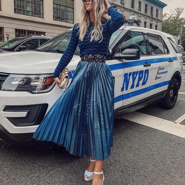 When your look is so killer you need a NYPD escort 💙 🚓 #madeinNYC #monochromatic  #MILLYchromatic #tgif